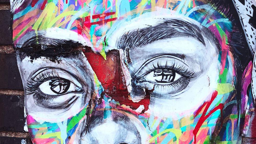 Street art visage feminin